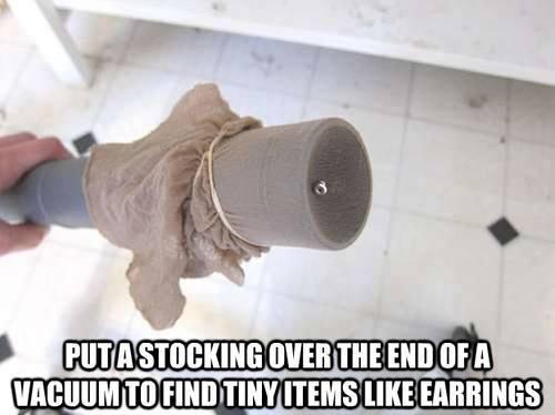 Eine Socke über dem Staubsauger-Rohr und du findest wieder was du suchst