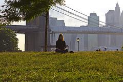 santos meditation in der stadt