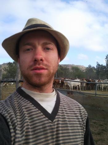 ich auf einer Rinderfarm nach einem langenTag
